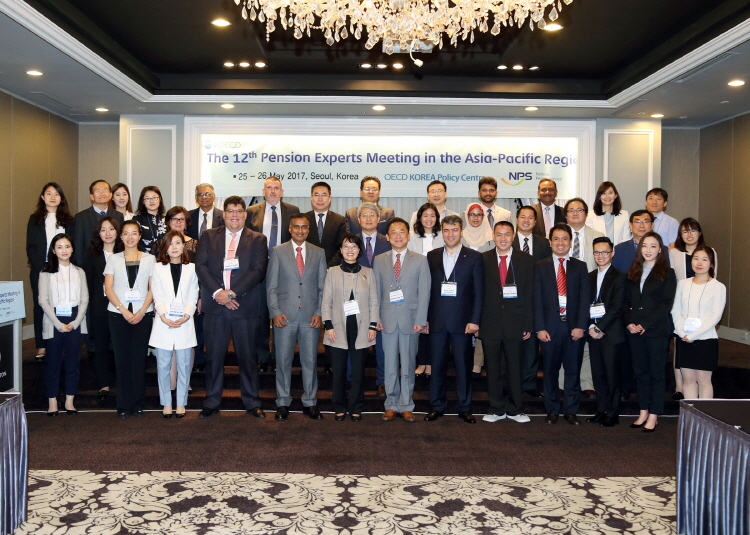 group photo of The 12th Pension Experts Meeting in the Asia-Pacific Region